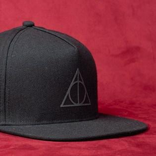 Boné Vans Harry Potter Snapback Deathly Hallows Black VN0A3I6FSP5