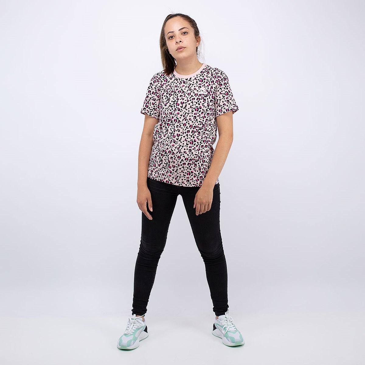 Camiseta Puma Classics AOP Logo Tee Pink 59772415