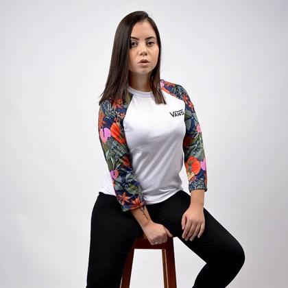 Camiseta Vans Feminina Raglan  Nursery Classic White Multi VN0A4N4UVBM