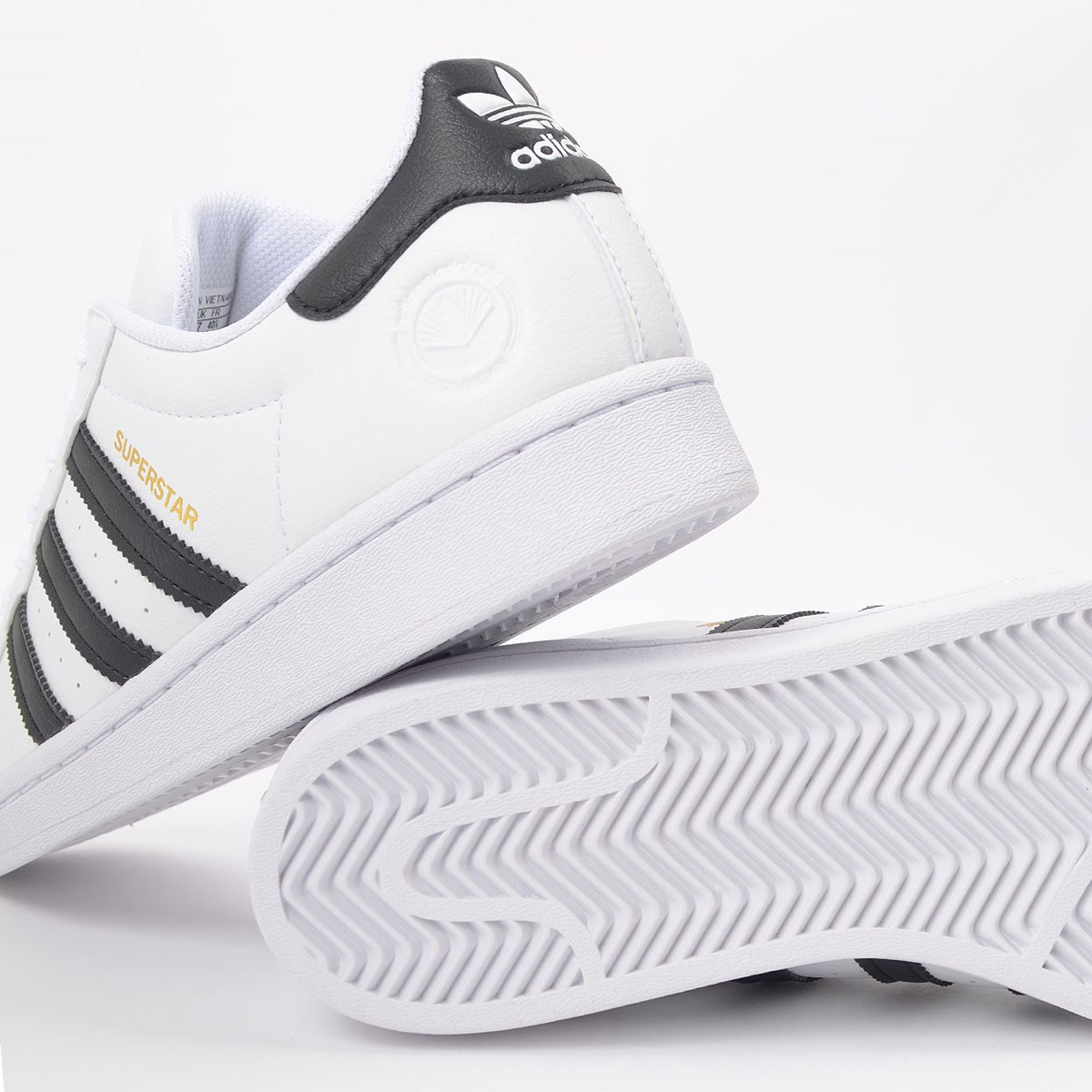 Tênis adidas Superstar Vegan Ftwr White Core Black EX9582