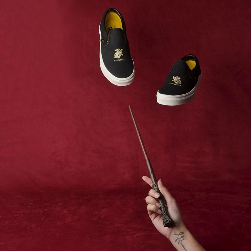 Tênis Vans Classic Slip-On Harry Potter Hufflepuff Black VN0A4BV3V90P
