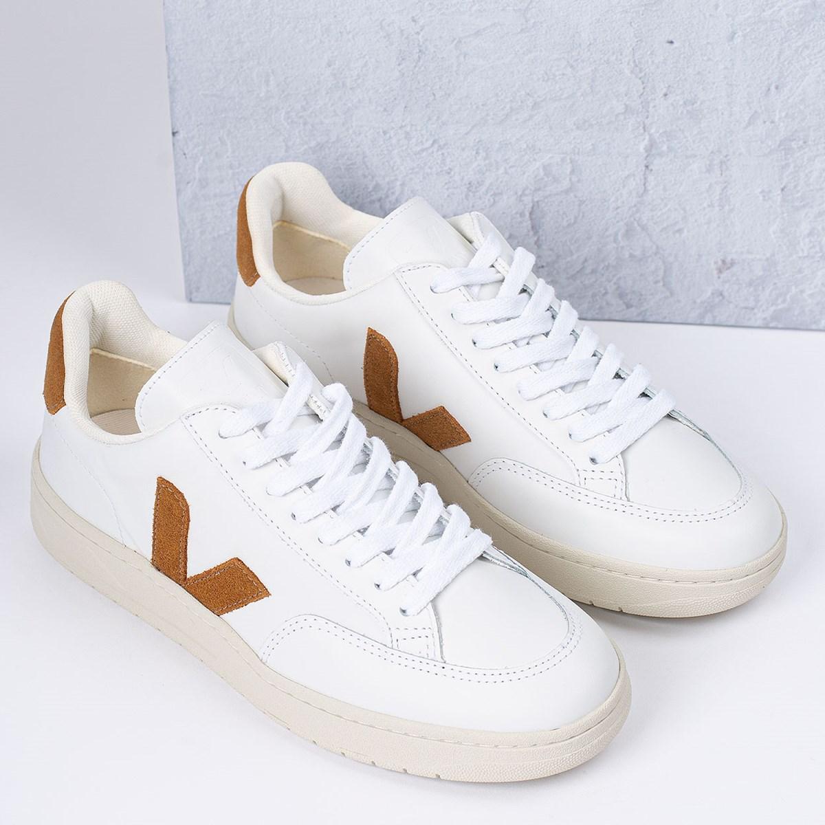 Tênis Vert Shoes V-12 Leather Extra White Camel XD022322